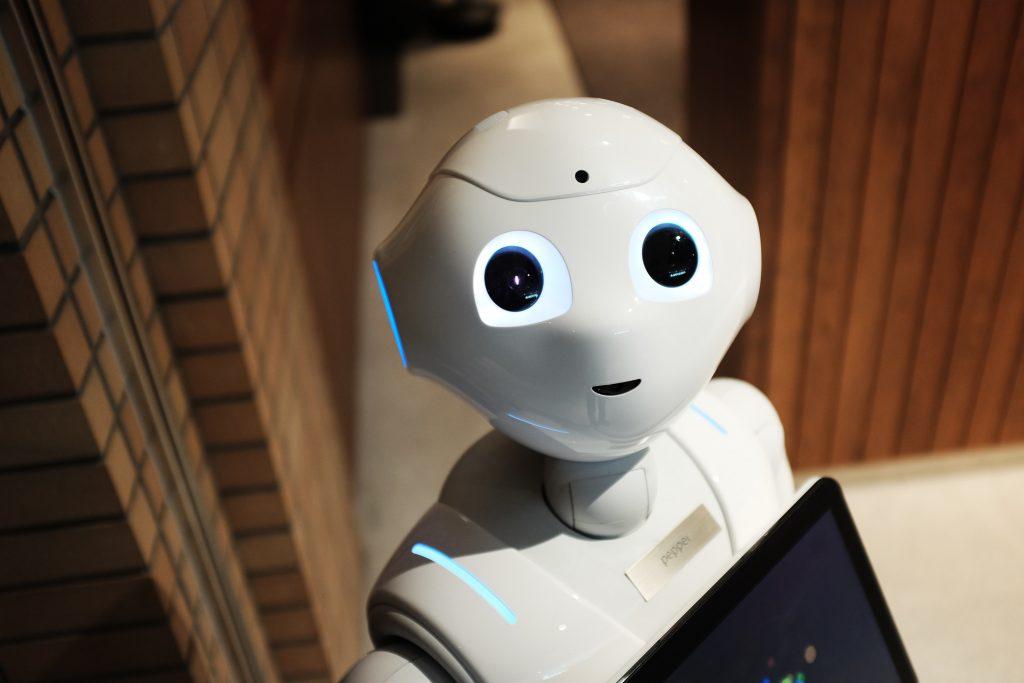 Große Augen, bewegliche Arme und Hände: Der Pflegeroboter Pepper ist dem Menschen nachempfunden