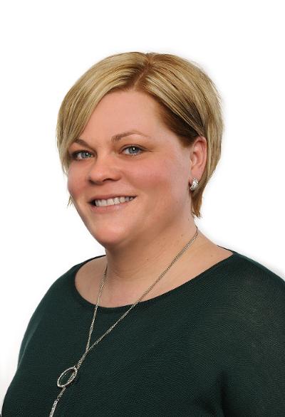 Katja Holsing, Examinierte Altenpflegerin und Pflegedienstleitung